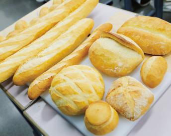色々なパンの写真